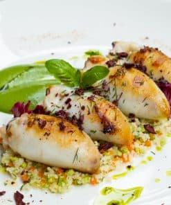Vitaminerijke pijlstaartinktvis gevuld met pittige spinazie