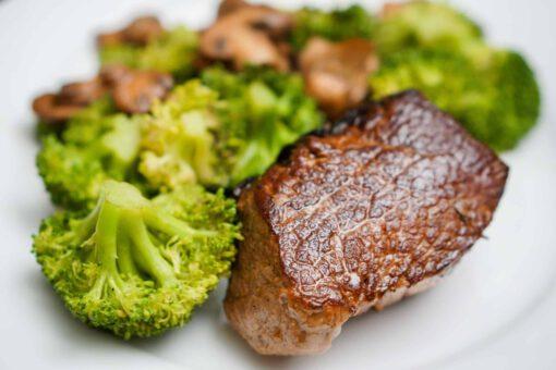 krokante steak en broccoli